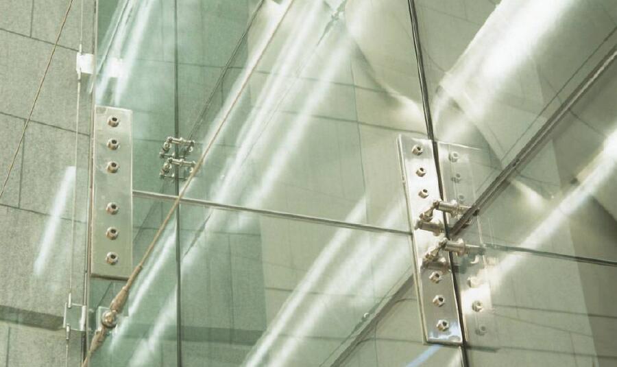 《关于驳接玻璃肋支承点支式玻离幕墙的思考》